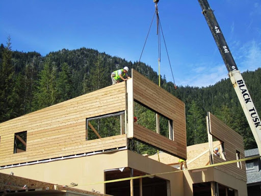 Construyendo una casa ecológica.